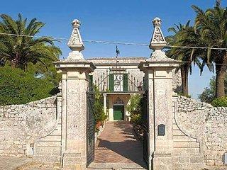 Ragusa Villa Sleeps 12 with Pool Air Con and WiFi - 5433085