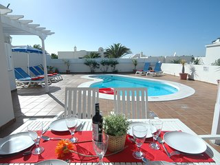 Playa Honda Villa Sleeps 6 with Pool and Air Con - 5825217