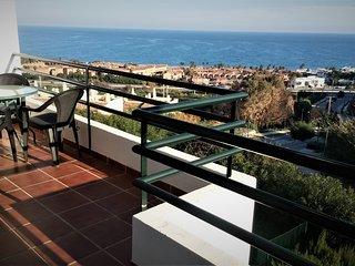 Apartamento a 500m del mar: terraza, piscina, WiFi, magnificas vistas al mar