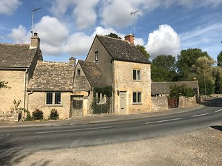 Cotswolds 'Corner Cottage' 3 Bed, Lower Swell, Stow-on-the-Wold + Parking