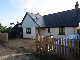 Meadow View - beautifully converted chalet bungalow great for families & friends