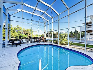 Spacious 4BR w/ Screened Pool & Game Room - 100 Steps to the Beach