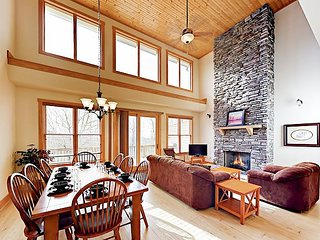 Adventurer's Dream - Wolf Ridge Ski Resort Townhouse w/ Enclosed Heated Pool