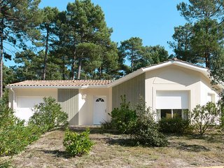 3 bedroom Villa in Maubuisson, Nouvelle-Aquitaine, France - 5434955