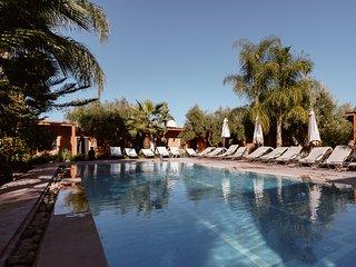 Villa with swimming pool & restaurant