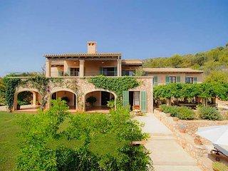 s'Alqueria Blanca Farmhouse Sleeps 8 with Pool Air Con and WiFi - 5000803