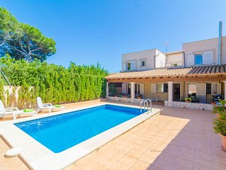 Spacious villa a short walk away (154 m) from the 'Cala Pi' in Cala Pi with Inte