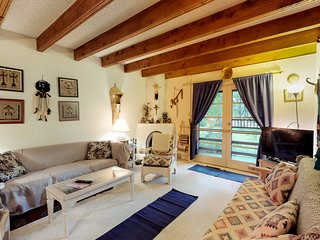 Traditional condo w/ patio & fireplace in the heart of Taos - walk everywhere!