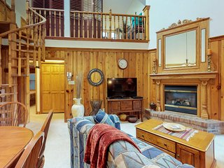 Enchanting condo with space for everyone, deck & Wheeler Peak view!
