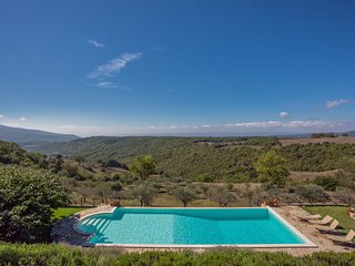 Titignano Villa Sleeps 12 with Pool - 5692905
