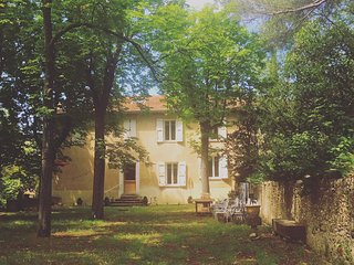 Spacious house in Villeneuve with Parking, Internet, Washing machine