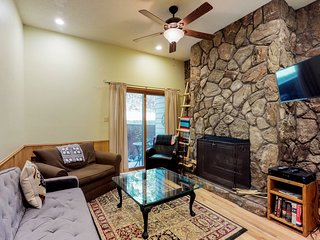NEW LISTING! Walk to skiing from dog-friendly condo- sledding, disc golf nearby
