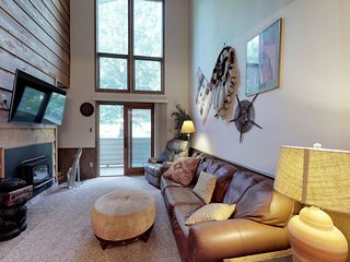 NEW LISTING! Relax in mountain view condo w/ nordic skiing, tubing nearby
