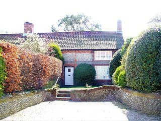 NCC19 Cottage situated in Weybourne