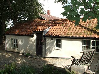 NCC04 Cottage situated in Cley