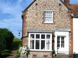 NCC16 Cottage situated in Blakeney