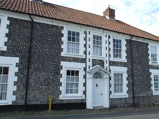 NCC66 Cottage situated in Blakeney