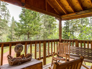 Secluded, rustic home w/ heated deck - lake & golf nearby