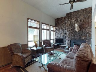 NEW LISTING! First-Floor condo w/ fireplace, books & jet tub - easy ski access!
