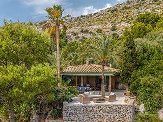 Family villa, great views, private location