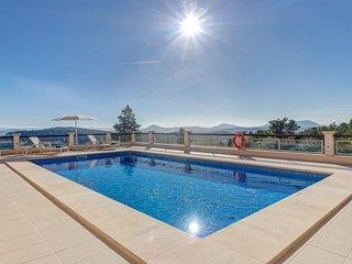 Luxury family holiday villa,sea views