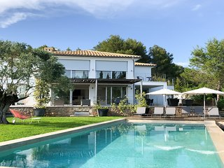 Luxury modern villa, gated pool, views