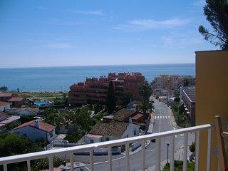 Apartamento con vistas al mar y ciudad de fuengirola, playa a 400 metros