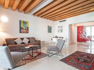 Ca degli Archi 2 . Elegant & quiet apt close to train station
