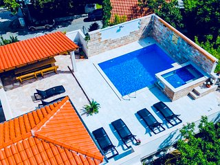 BEAUTIFUL VILLA WITH POOL BRAC ISLAND