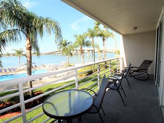 Lovely Bahia Vista Bay View Condo w/ Free WiFi, Balcony & Complex Pool