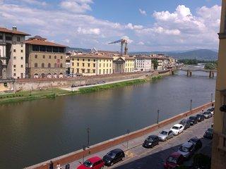 Appartamento 7 camere doppie, triple e quadruple - splendida vista fiume Arno