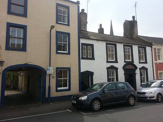 Grade 2 Listed Quirky Town house over 3 floors, close to town centre