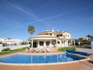 Beautiful 4 Bedroom Villa with air con, optional pool heating in Vale Parra/Gale