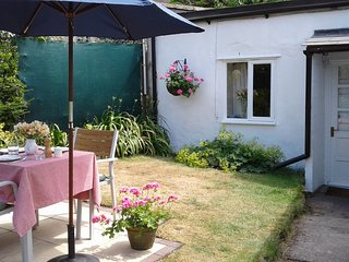 The Cottage, Weston Lawn, with Self Catering Facilities, Free WiFi and Parking.