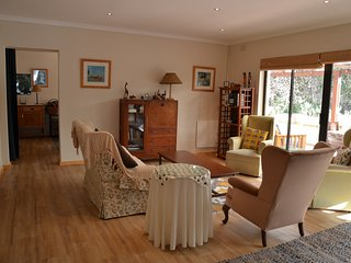 Cherry Lane S/C cottage in grounds of private home, 4 bedrooms, sleeps 1 - 7.