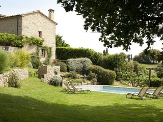 Holiday and wedding villa sleeping 18 near San Galgano Abbey, Siena, Tuscany.