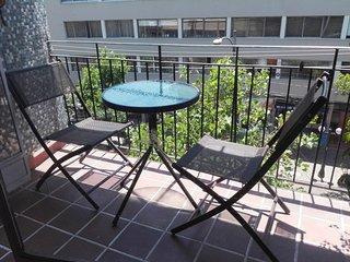 Amplia y acogedora habitacion en el barrio mas entretenido de Providencia
