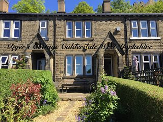17c cottage & secluded sunny garden in a heritage area of Halifax Calderdale