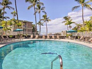 Cozy Kailua-Kona Condo w/ Lanai & Ocean View!
