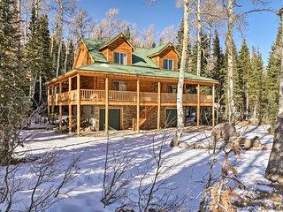NEW! Log Cabin w/Deck - 1 Mi to Brian Head Resort!