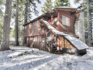 Cozy & Rustic Homewood Cabin w/ HOA Access