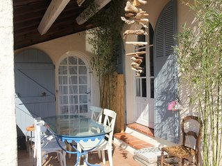Cozy house close to the center of Toulon with Parking, Internet, Washing machine