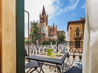 Spacious apartment in the center of Verona with Internet, Washing machine, Air c