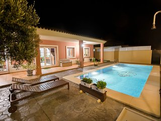 Spacious villa in Chipiona with Parking, Internet, Washing machine, Air conditio