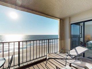 Beachfront condo w/ shared pool & ocean views - snowbird friendly!