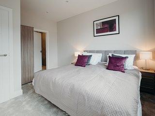 Stunning High Spec Ground Floor Apartment in Watford Close London Links