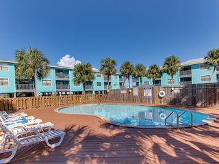 Waterfront condo w/ a furnished balcony, peek-a-boo Gulf views, & shared pools