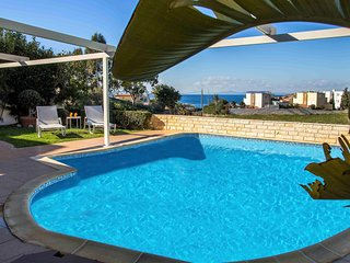 Holiday villa SUNJOY 100m. from the beach.
