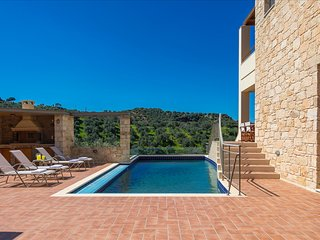 Margarita's Villa 3 - On quiet hill slope close to sandy beaches & Chania town