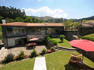Ponte de Lima Villa Sleeps 8 with Pool and WiFi - 5718918